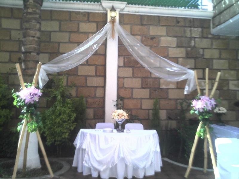 Adornos con globos para bodas en globos granada with for Arreglos con globos para boda en jardin